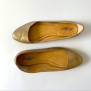 Lucky Brand Aimee Gold Flat Size 8